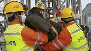 Κίνα: 11 μεταλλωρύχοι βγήκαν ζωντανοί μετά από 14 ημέρες παγιδευμένοι σε χρυσορυχείο