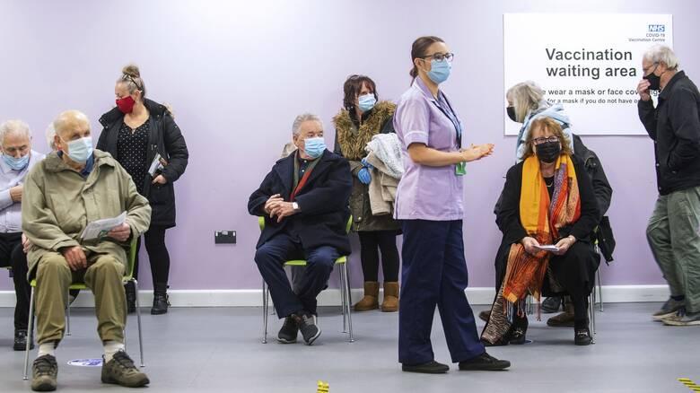 Βρετανική προειδοποίηση: Οι εμβολιασμένοι μπορεί να μεταδίδουν τον ιό