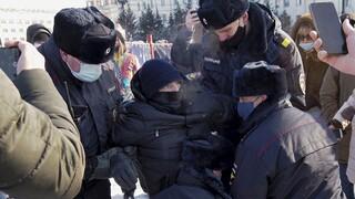Ρωσία: Χιλιάδες συλληφθέντες στις διαδηλώσεις υπέρ Ναβάλνι - Κυρώσεις ζητά η Γαλλία