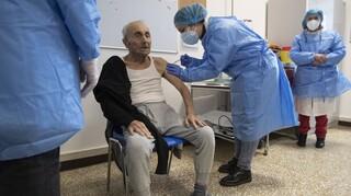 Κορωνοϊός - Ιταλία: «Πρέπει να αναθεωρήσουμε το πρόγραμμα εμβολιασμού»