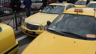 Lockdown: Αλλάζουν τα όρια των επιβατών - Τι ισχύει για ταξί και ΙΧ