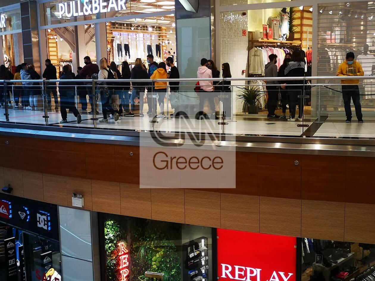 https://cdn.cnngreece.gr/media/news/2021/01/25/251899/photos/snapshot/Kosmos-mall-pswnia-kyriakh-4.jpg