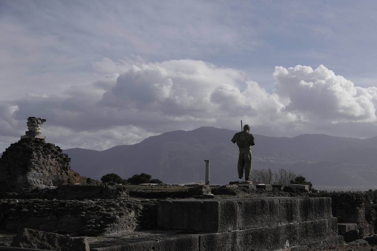 https://cdn.cnngreece.gr/media/news/2021/01/26/252045/photos/snapshot/Pompeii2.jpg