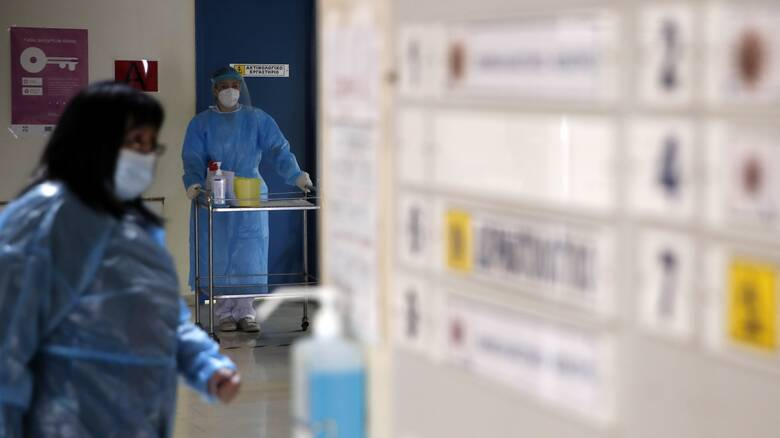 Κορωνοϊός: Ανησυχία για τη διασπορά της μετάλλαξης και στη Β. Ελλάδα - Προειδοποίηση Αρκουμανέα