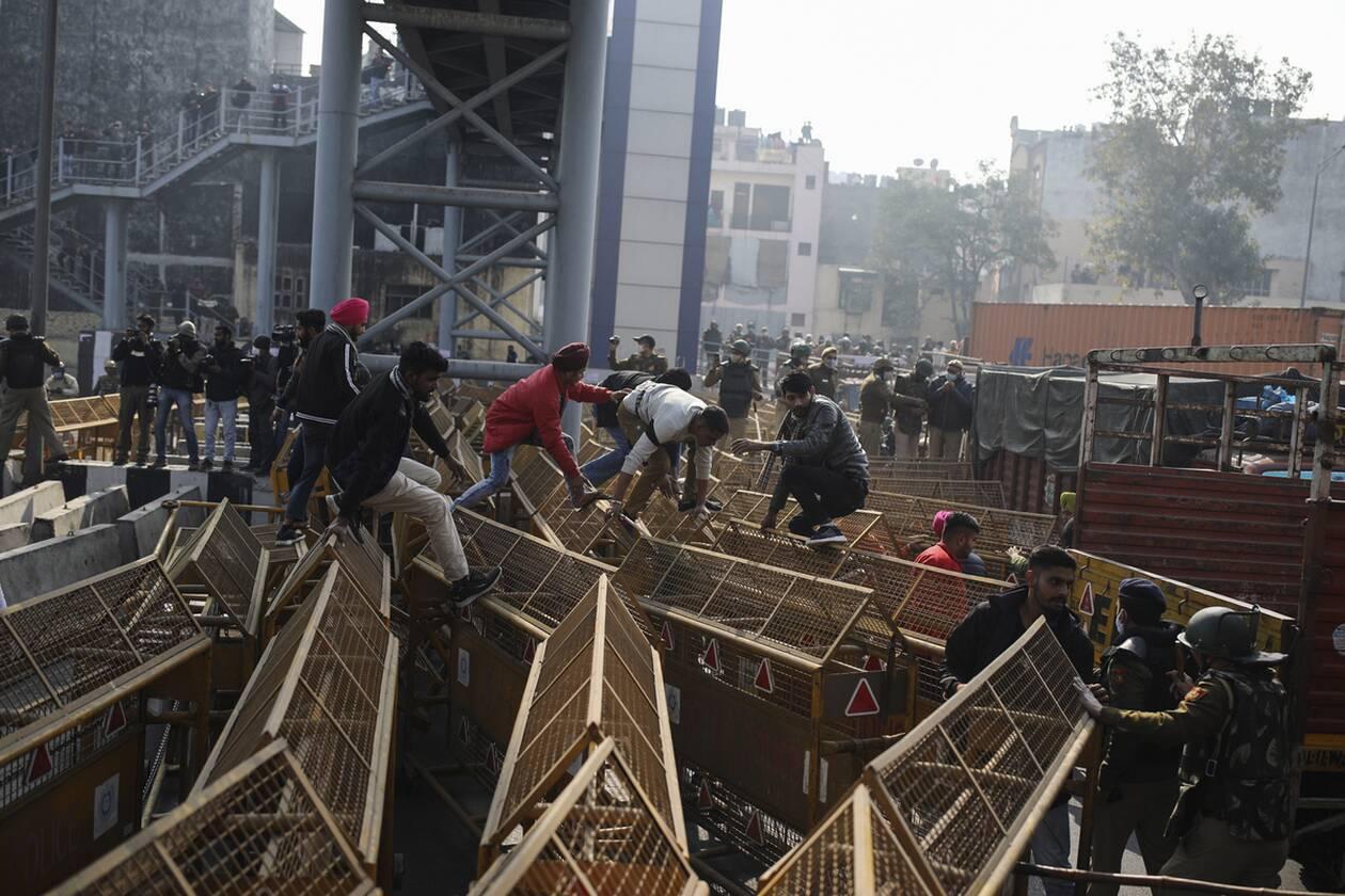 https://cdn.cnngreece.gr/media/news/2021/01/26/252077/photos/snapshot/india_agrotes-2.jpg