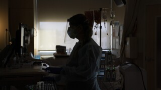 Κορωνοϊός: Διπλάσια κρούσματα σε ένα 24ωρο - 842 νέες μολύνσεις,283 διασωληνωμένοι, 21 θάνατοι