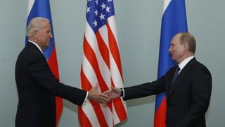 Πρώτη τηλεφωνική επικοινωνία Μπάιντεν - Πούτιν με έμφαση στη φυλάκιση Ναβάλνι