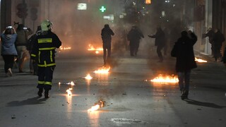 Μενίδι: Στον εισαγγελέα 14 άτομα για την επίθεση κατά αστυνομικών