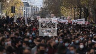 Παενεκπαιδευτικό συλλαλητήριο: Χιλιάδες διαδηλωτές και εικόνες συνωστιμού στους δρόμους της Αθήνας