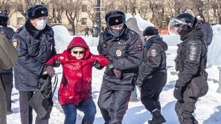 Ρωσία: Τουλάχιστον 500 συλλήψεις κατά τη διάρκεια διαδηλώσεων υπέρ του Αλεξέι Ναβάλνι
