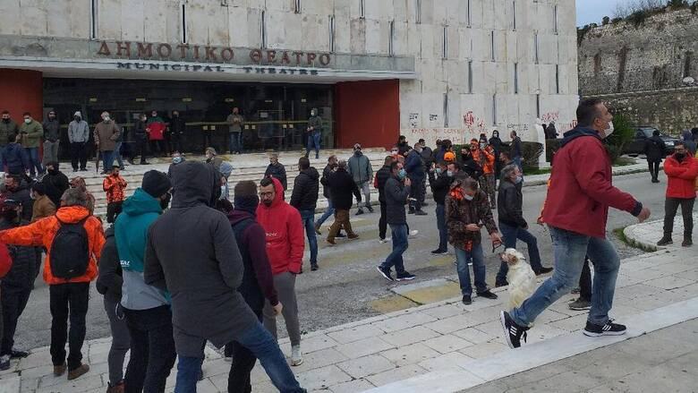 Κορωνοϊός - Κέρκυρα: Ψαράδες και κυνηγοί κατέλαβαν συμβολικά την Αντιπεριφέρεια