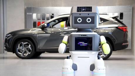 Σε λίγο ρομπότ θα ενημερώνουν τους υποψήφιους αγοραστές για το αυτοκίνητο που τους ενδιαφέρει
