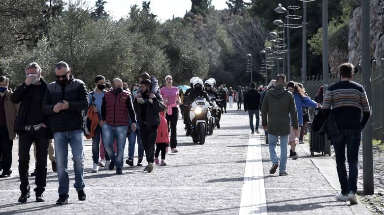 Κορωνοϊός: 2.000 κρούσματα στα μέσα Μαρτίου «βλέπει» ο Δ. Σαρηγιάννης