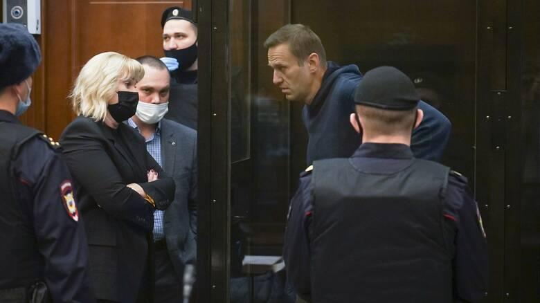 Αντιμέτωπος με τη ρωσική δικαιοσύνη ο Ναβάλνι - Εκατοντάδες συλλήψεις έξω από το δικαστήριο