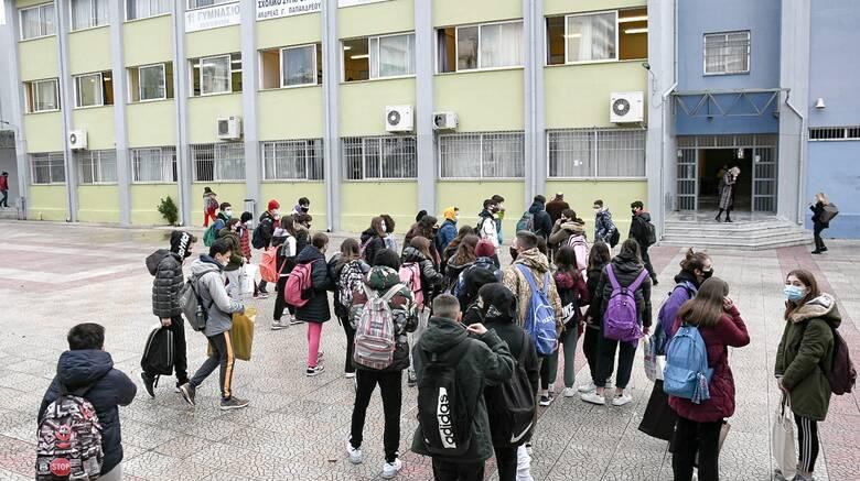 Σχολεία: Ανησυχία για το νέο κύμα της πανδημίας - Τι λένε Εξαδάκτυλος και Γκάγκα