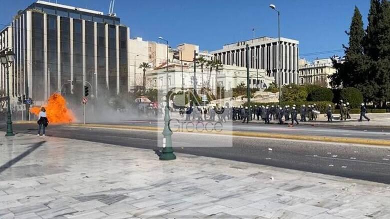 Πανεκπαιδευτικό συλλαλητήριο: Ένταση και επεισόδια μπροστά στη Βουλή