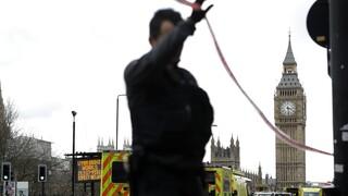 Η Βρετανία απέλασε τρεις Κινέζους κατασκόπους - Παρίσταναν τους δημοσιογράφους