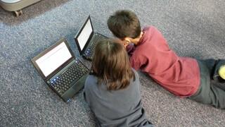 Οι Έλληνες γονείς ανησυχούν για υπερβολική ενασχόληση των παιδιών τους με το Διαδίκτυο