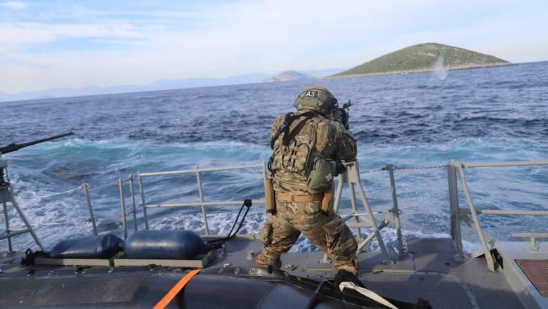 Άσκηση σκαφών ανορθόδοξου πολέμου της διοίκησης υποβρυχίων καταστροφών στον Σαρωνικό