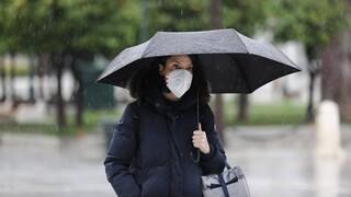 «Ανοιξιάτικος» καιρός τέλος: Επιδείνωση από αύριο με βροχές και καταιγίδες