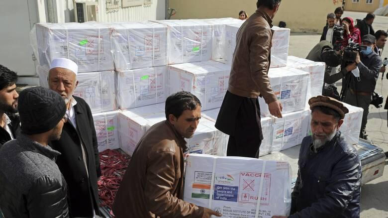 Εμβόλιο κορωνοϊός: Στο Αφγανιστάν οι πρώτες 500.000 δόσεις - Από την ινδική μονάδα της AstraZeneca
