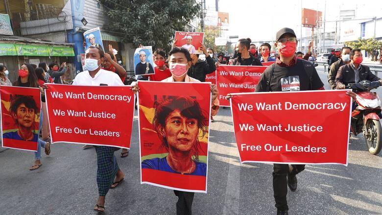 Τρίτη ημέρα μαζικών διαδηλώσεων στη Μιανμάρ - Με αντλίες νερού τους απωθεί η αστυνομία