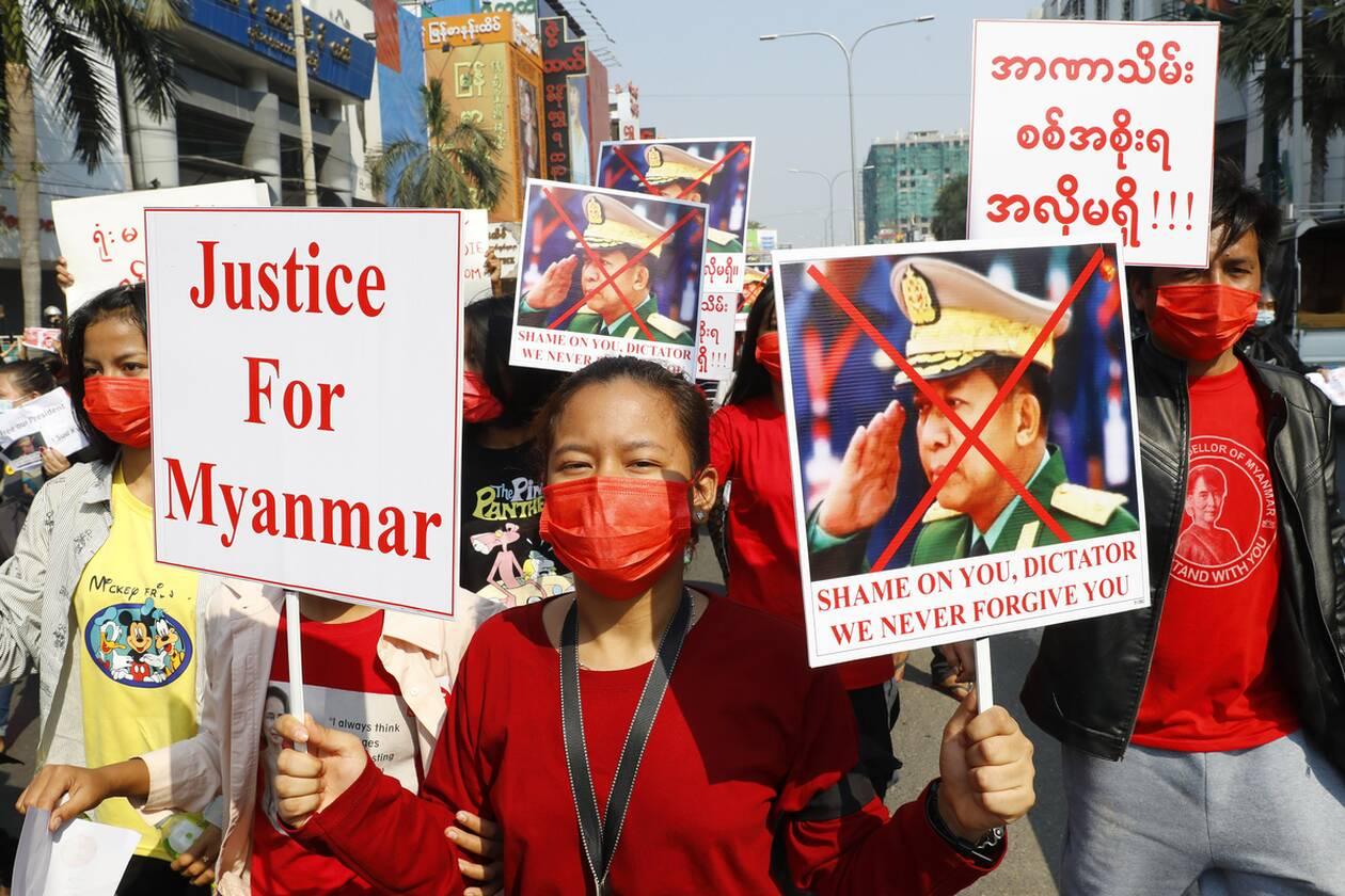 https://cdn.cnngreece.gr/media/news/2021/02/08/253651/photos/snapshot/myanmar_diadiloseis-2.jpg