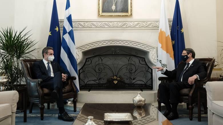 Κυπριακό: Μητσοτάκης και Αναστασιάδης τονίζουν το ανεδαφικό των τουρκικών θέσεων