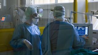 Κορωνοϊός - ΠΟΕΔΗΝ: Ρεκόρ ασθενών στις ΜΕΘ-COVID στα νοσοκομεία της Αττικής