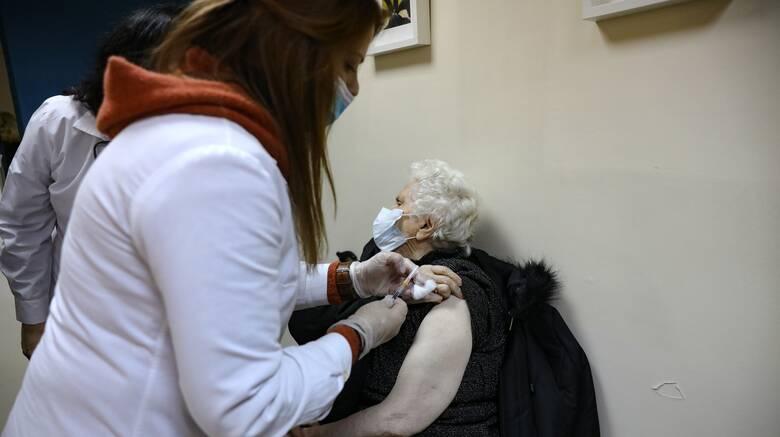 Κορωνοϊός: Πώς θα λειτουργήσουν τα δύο παράλληλα συστήματα εμβολιασμών
