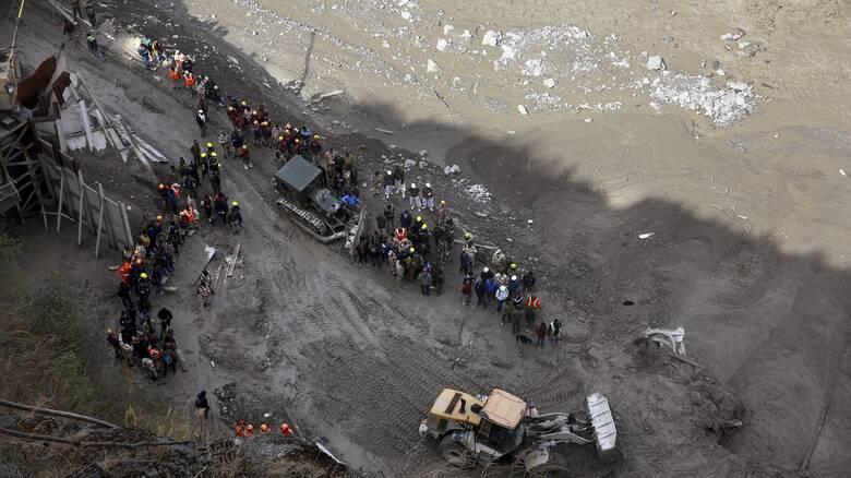Ιμαλάια: Αγωνία για δεκάδες εγκλωβισμένους σε σήραγγα και πολλούς αγνοούμενους