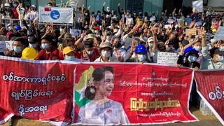 Διαδηλώσεων συνέχεια στη Μιανμάρ ενώ αυξάνεται η χρήση βίας από την αστυνομία