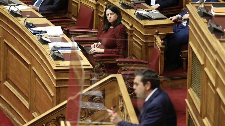 Σφοδρή πολιτική αντιπαράθεση για πανδημία - συλλαλητήρια στη Βουλή: Κόντρα Τσίπρα- Κεραμέως