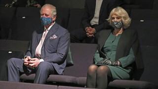 Κορωνοϊός - Βρετανία: Εμβολιάστηκαν ο Κάρολος και η Καμίλα