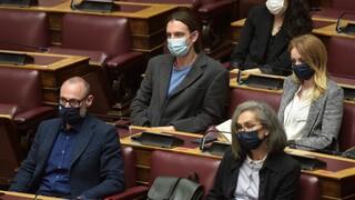 «Φωτιά» έβαλαν στη Βουλή οι καταγγελίες για προπηλακισμό της Σακοράφα