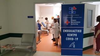 Νοσηλεύτρια φέρεται να παρέλυσε στα κάτω άκρα μετά τον εμβολιασμό της - Έρευνα για τα αίτια