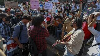 Μιανμάρ: Αιματηρές διαδηλώσεις κατά της χούντας - Κυρώσεις από τις ΗΠΑ