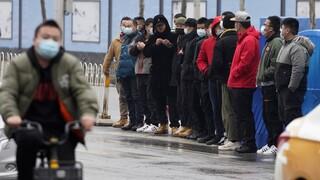 Σε εορταστικούς ρυθμούς για το Σεληνιακό Νέο Έτος η Γουχάν: Κόσμος στους δρόμους και αισιοδοξία