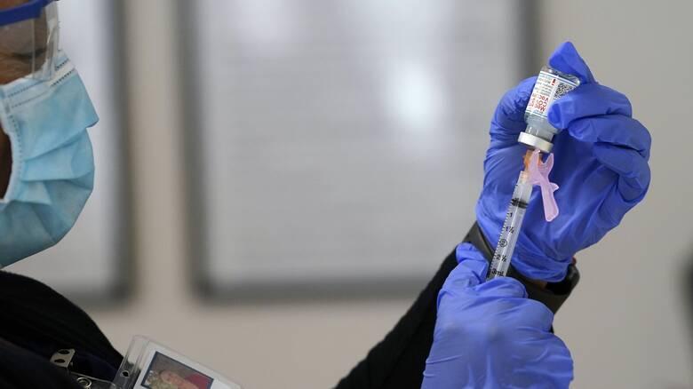 Παρέμβαση εισαγγελέα για δηλώσεις Γιαννάκου ότι παρέλυσε νοσηλεύτρια μετά το εμβόλιο