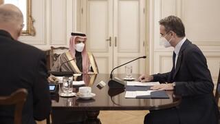 Για τις διμερείς σχέσεις συζήτησαν ο Μητσοτάκης με τον Σαουδάραβα ΥΠΕΞ