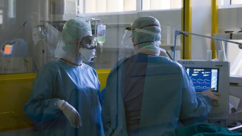 Κορωνοϊός: 1.327 νέα κρούσματα, 22 θάνατοι και οριακή μείωση διασωληνωμένων
