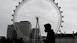 Συρρίκνωση ρεκόρ 9,9% για τη βρετανική οικονομία λόγω πανδημίας - Το 27% των ενηλίκων δυσκολεύεται