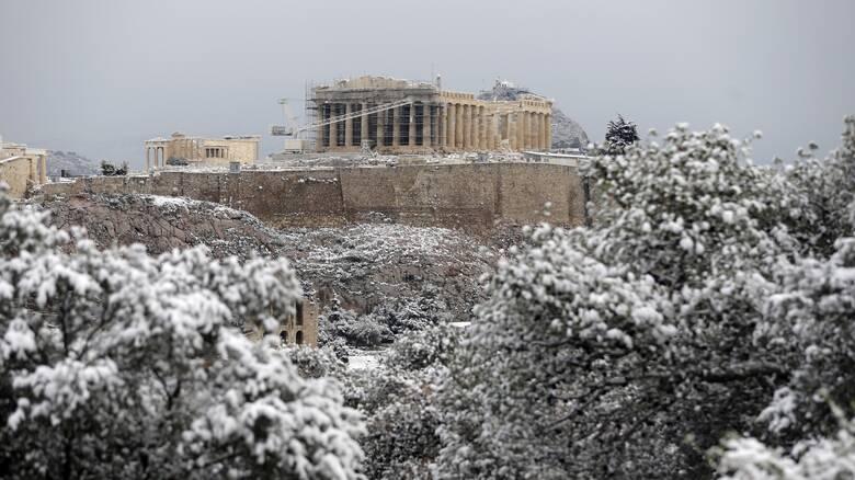 Κακοκαιρία «Μήδεια»: Ξεκίνησε η επέλαση του χιονιά – Οι πιο σφοδρές χιονοπτώσεις στην Αθήνα