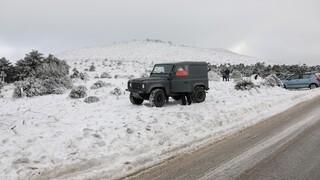 Κακοκαιρία «Μήδεια»: Διακοπή κυκλοφορίας στη λεωφόρο Πάρνηθος