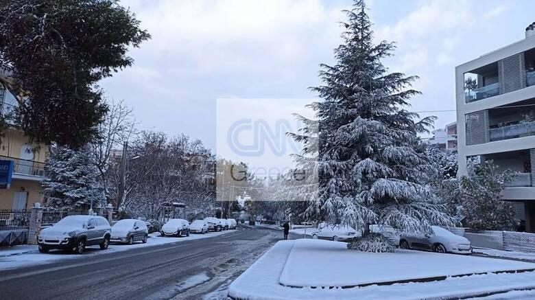 Κακοκαιρία «Μήδεια»: Στα «λευκά» τα βόρεια προάστια, χιονοπτώσεις και στο κέντρο της Αθήνας