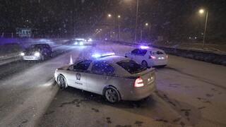 Κακοκαιρία «Μήδεια»: Ο χιονιάς πλήττει την Αττική -  Δύσκολη νύχτα με προβλήματα (liveblog)