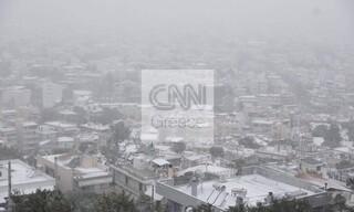 Κακοκαιρία «Μήδεια»: Τα λευκά του «φόρεσε» και το Χαϊδάρι - Η θέα της Αθήνας από ψηλά