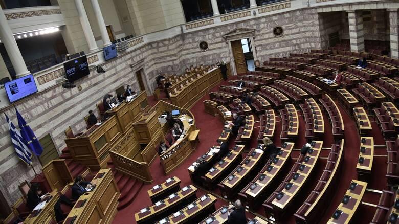 Απορρίφθηκαν οι ενστάσεις αντισυνταγματικότητας στο ν/σ για τα ΜΜΕ