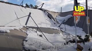 Κακοκαιρία «Μήδεια»: Βενζινάδικο στην Ιερά Οδό κατέρρευσε από το χιόνι