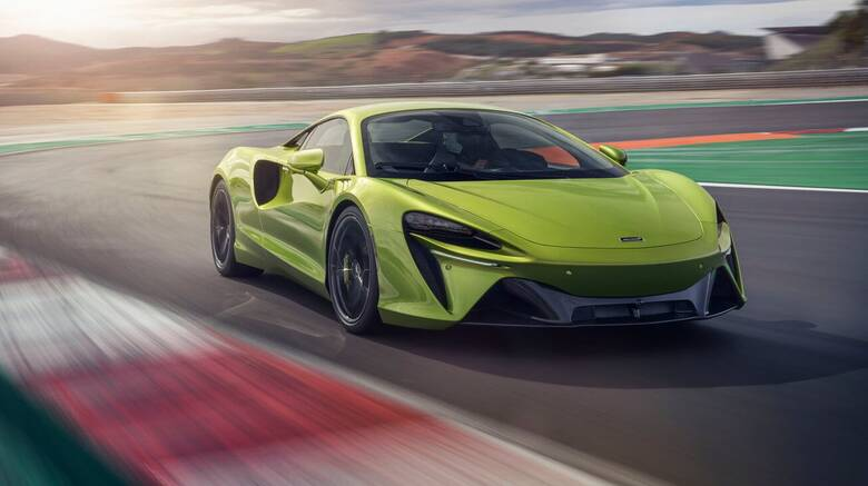 Η νέα McLaren Artura έχει επιδόσεις hypercar χωρίς να είναι hypercar